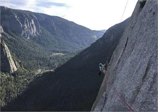 3000 फीट ऊंचे पहाड़ पर चढ़ी 10 साल की...