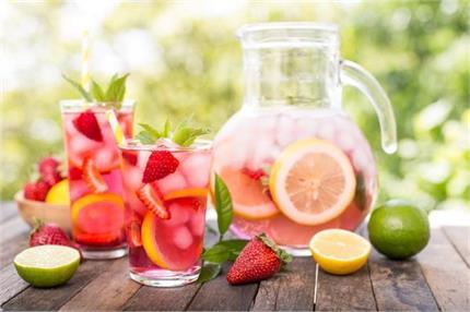 अलग तरीके से बनाकर पिएं स्ट्रॉबेरी नींबू पानी