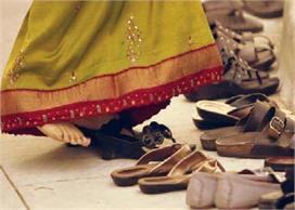 जूतों से जुड़ी ये गलतियां भी घर में बनाती हैं कलेश का माहौल