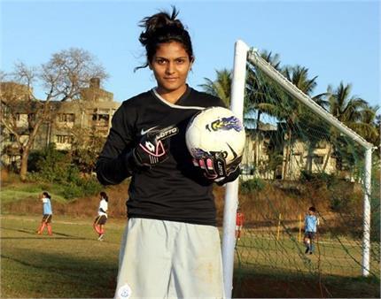 इंग्लिश क्लब में फुटबॉल खेलने वाली पहली महिला है अदिति चौहान,...