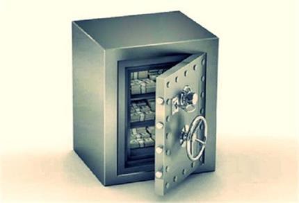 पैसों की कमी से हैं परेशान तो बदलें तिजोरी की जगह
