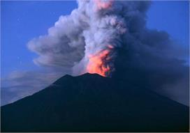 पर्यटकों को काफी आर्कषित करते हैं ज्वालामुखी