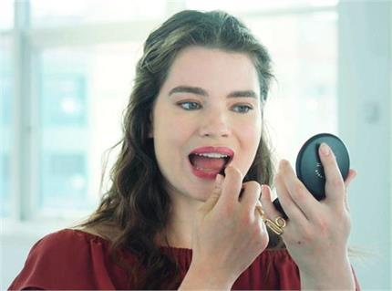Makeup Tips: लिपस्टिक लगाते समय ना करें ये 10 गलतियां