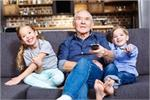 बच्चों की इस 'गंदी आदत' का जिम्मेदार हो सकते हैं Grandparents