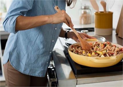खाना बनाते वक्त करते हैं ये गलतियां तो नहीं मिलेगा पोषण, जानिए सही...