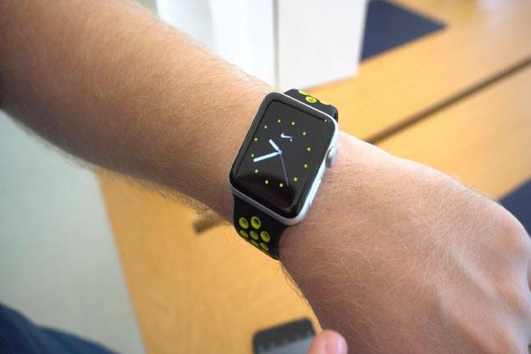 Apple Watch ने बचाई पानी में डूब रहे शख्स की जान, जानें कैसे हुआ यह कमाल