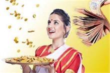 Vastu Tips: घर में खुशहाली और बरकत चाहती हैं तो महिलाएं...