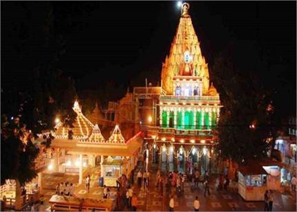 Mahakal Photo : महाकाल मंदिर में जाने के लिए महिलाओं को करना पड़ता है...