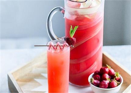 गर्मी से राहत पाने के लिए बनाकर पिएं स्ट्रॉबेरी मोजितो ड्रिंक