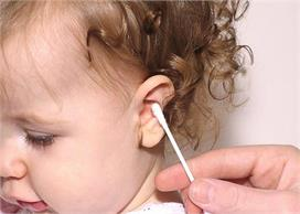 बच्चे की ईयर वैक्स साफ करने से पहले जान लें ये कुछ खास बातें