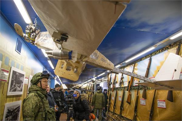 रूस ने बढ़ाई सुरक्षा, सैनिकों को मिलेंगे बम गिराने वाले ड्रोन