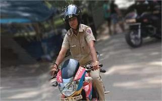 दिल्ली की दबंग सिंघम लेडी जया जो 1000...