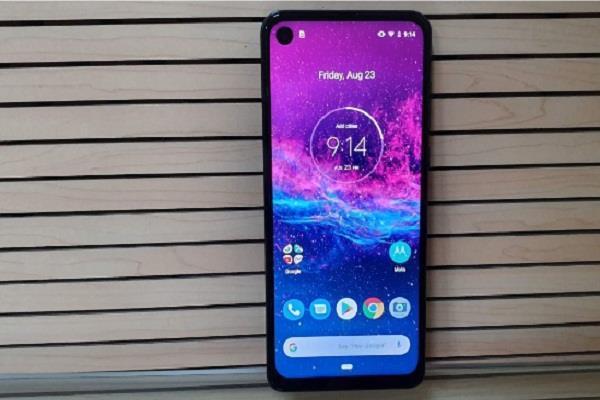 ट्रिपल रियर कैमरे के साथ Motorola ने लॉन्च किया नया शानदार स्मार्टफोन