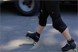 स्केटिंग शूज पहनना आठ साल के बच्चे का पड़ा भारी, लिफ्ट में...