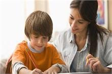 बच्चों को होमवर्क करवाते हुए न करें ये 6 गलतियां