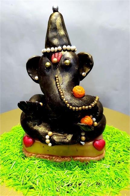 Ganesh Chaturthi: इस बार घर में लाएं चॉकलेट से बने बप्पा,दूध में करें...