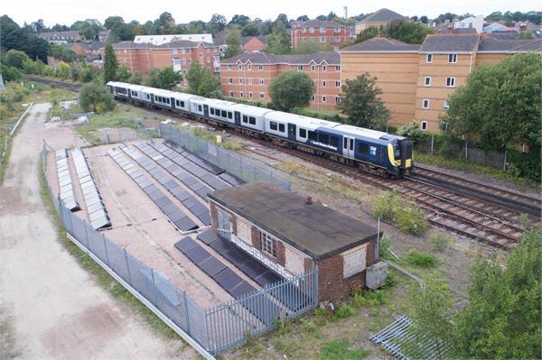 UK में शुरू हुई दुनिया की पहली सोलर पावर्ड रेल लाइन