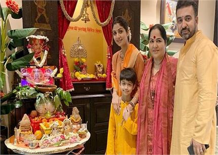 नवरात्रि पर शिल्पा ने मां दुर्गा का किया स्वागत, सपरिवार पूजा करते आई...