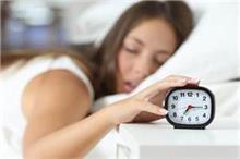 सोने का आदत ले सकती है आपकी जान, जानिए कितनी नींद है सेहत...