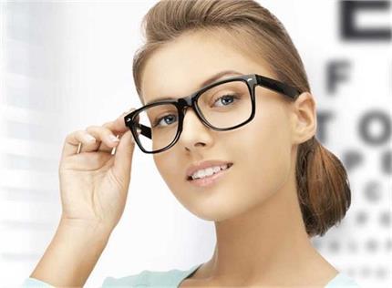 चश्मा उतारने के पक्के देसी नुस्खे, महीनेभर में ही दिखेगा असर