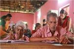 घरों में काम करने वाली अम्मा ने 96 साल में शुरु की पढ़ाई, जानिए क्यों?