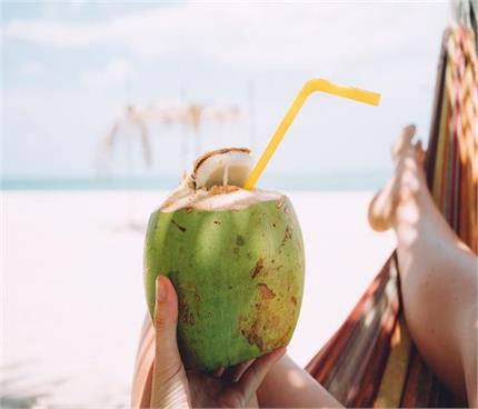 ब्लड शुगर को कंट्रोल रखना है तो पीएं नारियल पानी, और भी जानिए ढेरों...