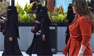 सऊदी अरब में बुर्के को छो़ड़ वेस्टर्न...