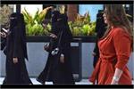 सऊदी अरब में बुर्के को छो़ड़ वेस्टर्न ड्रेस में दिखी महिलाएं, जानिए...