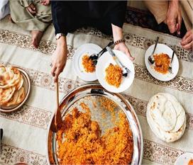 जमीन पर बैठकर भोजन करने से आपको मिलेंगे ये 6 जबरदस्त फायदे