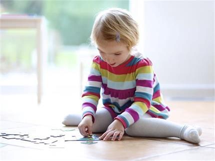 इस पोजिशन में बैठता है बच्चा तो हो जाए सतर्क, रूक सकता है मानसिक...