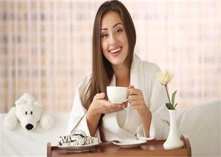 हल्दी हो या नींबू, जानिए कौन-सी चाय शरीर के किस हिस्से को पहुंचाती है...