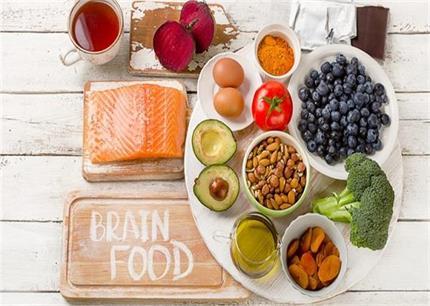 स्वस्थ दिमाग चाहते हैं तो डाइट में जरूर शामिल करें ये 5 सुपरफूड्स