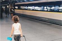World Tourism Day: बच्चों के साथ ट्रेन में सफर करते हुए इन...