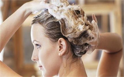 Hair Care: शैंपू करते समय इन 8 बातों का रखेंगी ख्याल तो नहीं खराब...