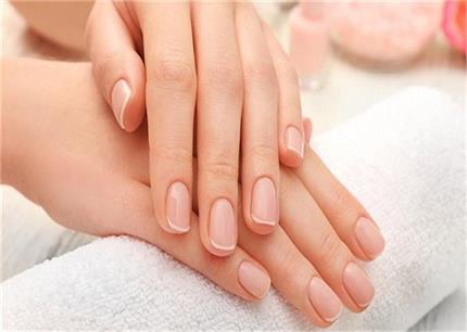 Nails Care: बार-बार टूटते हैं नाखून तो आपके काम आएंगे ये नुस्खे