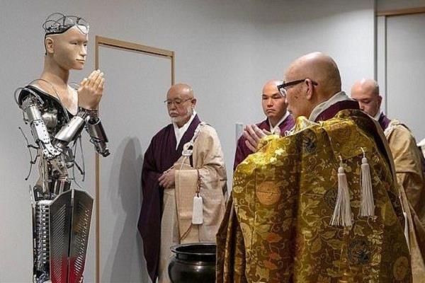 जानिये जापानी बौद्ध मंदिर के रोबोट पुजारी Mindar के बारे में