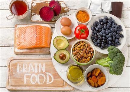ब्रेन पावर बढ़ाने वाले 10 आहार, डाइट में जरूर करें शामिल
