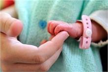 74 साल की महिला ने दिया जुड़वा बच्चों को जन्म, औरतों के लिए...