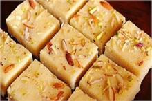 Ganpati Special: बप्पा के लिए अपने हाथों से तैयार करें रवा...
