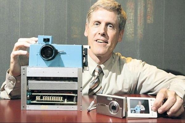 जानिये दुनिया के पहले डिजिटल कैमरा के बारे में