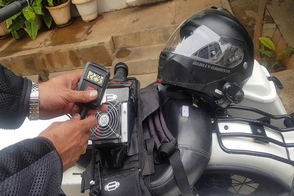 बेंगलुरु के इस इंजीनियर ने कर डाला AC हेलमेट का आविष्कार , इस तरह करता है काम