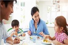 डिनर टेबल पर बच्चों से कहीं गई ये 5 बातें, डालती हैं उनके...