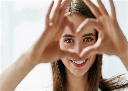 लड़कियों की आंखों का रंग व आकार खोलेगा दिल के कई राज!