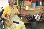 मिलिए 80 साल की दादी 'फूलों की रानी' से, जो व्हीलचेयर पर बैठे-बैठे...