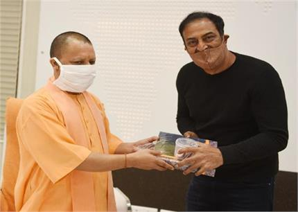यूपी के CM से मिले विंदू दारा सिंह, बोले- हाथरस मामले के झूठ सच्चे...