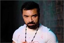 एजाज खान ने पंडितों के लिए बोले अपशब्द, गुस्साए लोगों ने की...