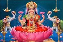 शरद पूर्णिमाः परिवार पर मां लक्ष्मी की चाहिए कृपा तो तुलसी...