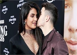 पति निक को Kiss कर रही थी प्रियंका, तभी खुद को रोक नहीं...