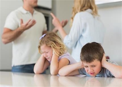 बच्चों से रखते हैं परफेक्शन की उम्मीद तो पहले बदलें खुद की ये 8 आदतें