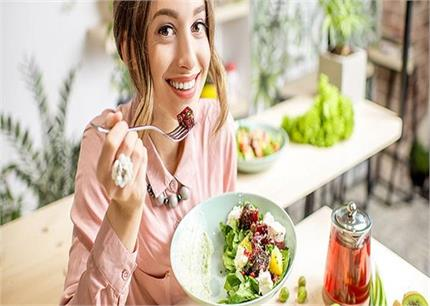 शुगर मरीज का हर 2 घंटे में कुछ खाना जरूरी, जानिए बीमारी के मुताबिक...